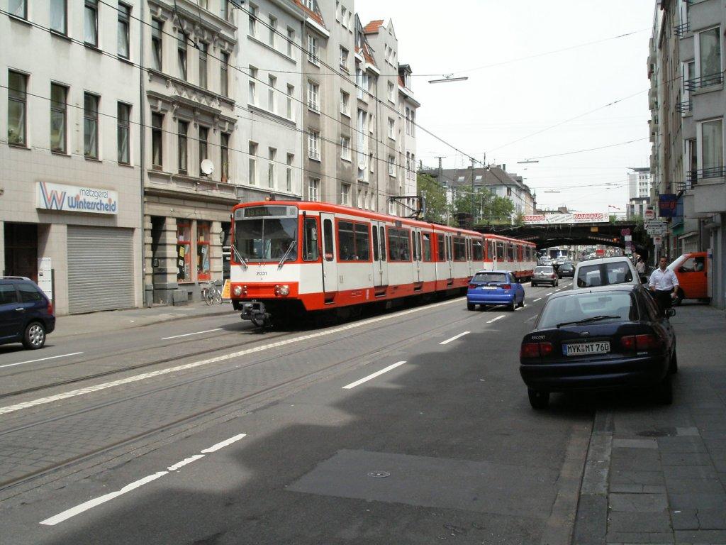 eine doppeltraktion aus stadtbahnwagen b der kvb ist am auf der luxemburger stra e in. Black Bedroom Furniture Sets. Home Design Ideas